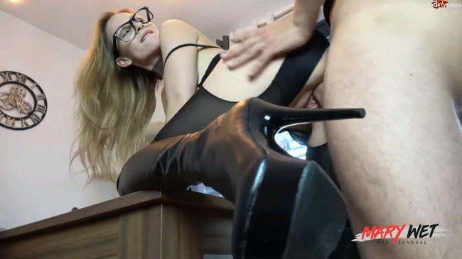 Hottie In Thigh High Boots Gets Pussy Pumped Full Of Cum