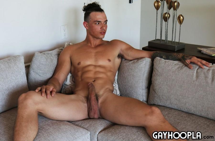 GayHoopla - Ripped Guy Jaylen Strong Jerks Off