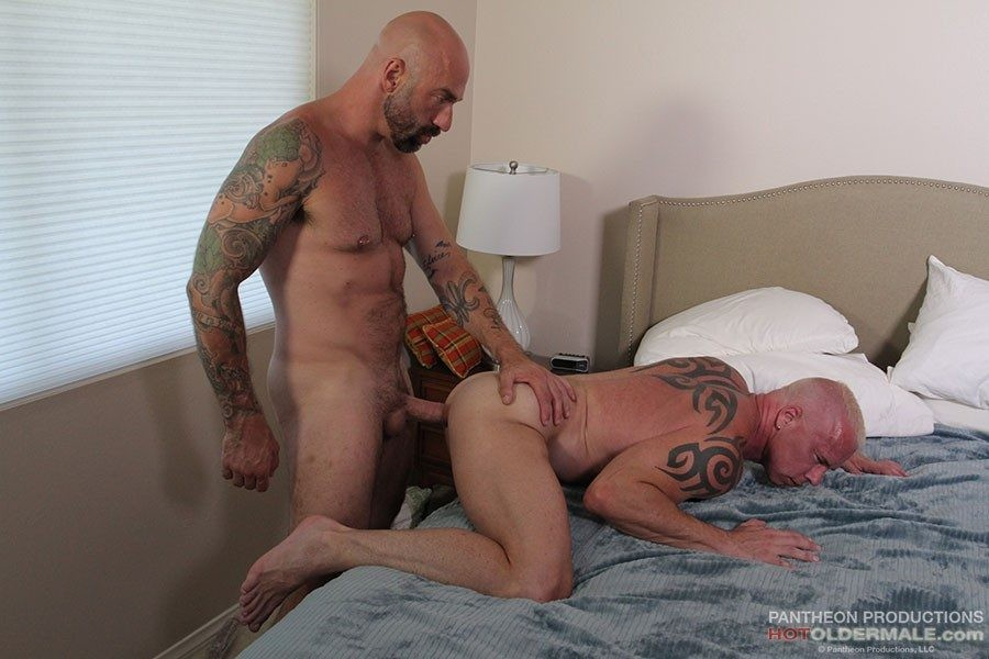 HotOlderMale - Lost Dads - Hung Muscle Daddies Drew and Ryan - Drew Sebastian, Ryan Carter