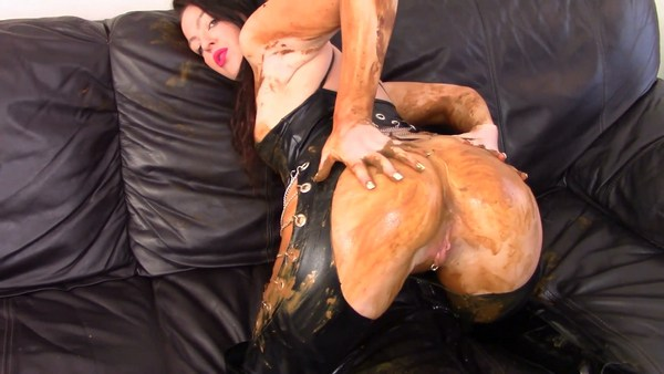 Evamarie88 - Messy Shit Smear on the Leather Couch (2019 / FullHD 1080p)