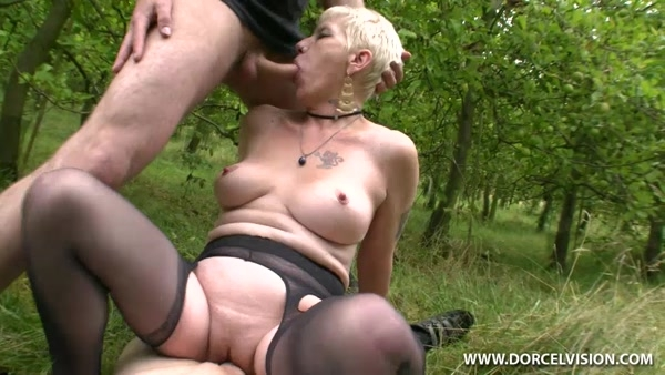 Mature horny Frenchwoman from fucking outdoors and cum in the face a lot of cum!