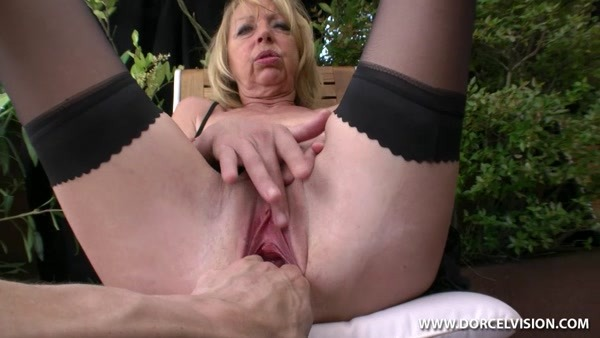 Horny french mature mom takes a stiff cock in her stretched asshole!
