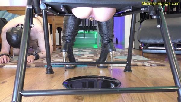 Mistress Evilyne - Helpless toilet training (2020 / FullHD 1080p)