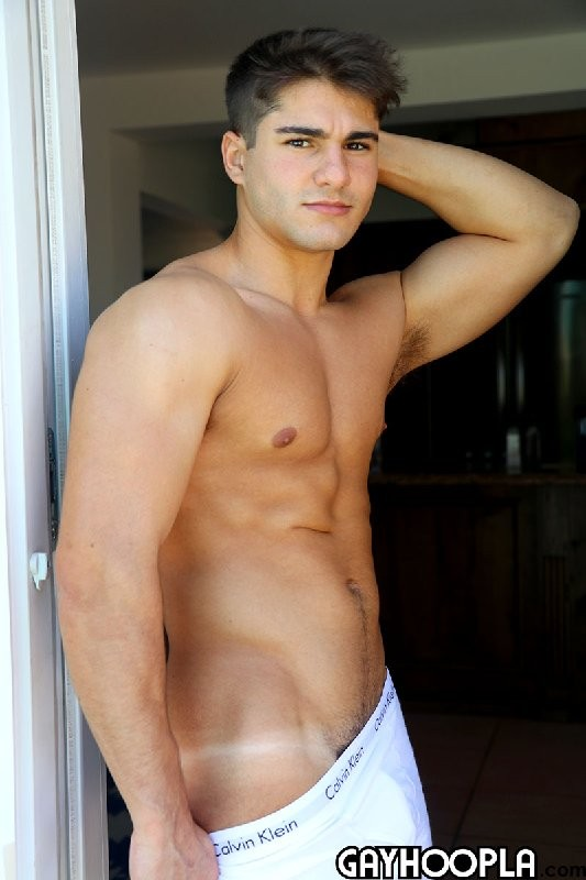 GayHoopla - 21 Year-old Jersey Boy Carson Clout LOVES to show off that body