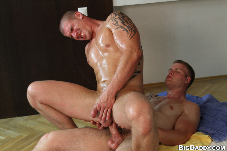 RubHim - Muscle guy gets fucked raw - Paul Fresh & Max Born