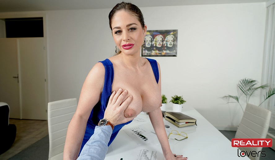 Finances With Boobs - Voyeur, Cathy Heaven, Mar 28th 2019, 5k 3d vr porno, HQ 2700