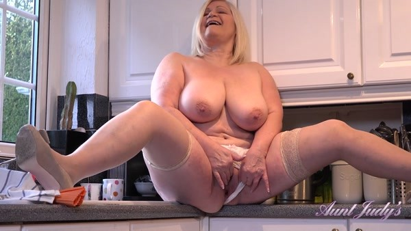 Lacey - Strips & Masturbates For You In The Kitchen (2020 / FullHD 1080p)
