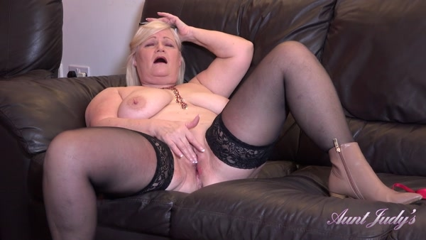 Lacey - Seducing Auntie Lacey POV (2020 / FullHD 1080p)