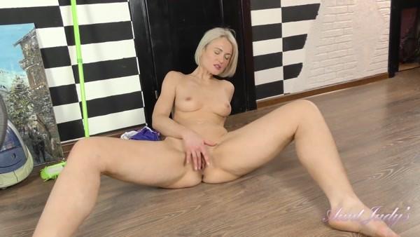 Natie - Does Her Chores Then Masturbates (FullHD 1080p) Cover