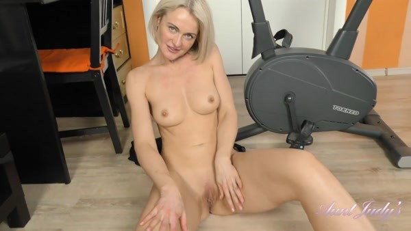 Natie - Workout and Pussy Play (FullHD 1080p)