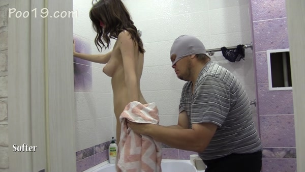 Mistress Karina - Karina poops in slave's mouth after bathing [Poo19 / Smelly Milana / 2020 / FullHD 1080p]