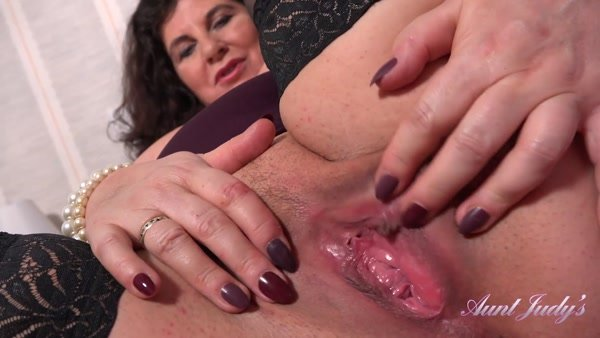 Gilly - Seducing Auntie Gilly POV [AuntJudys.com / 2020 / FullHD 1080p]