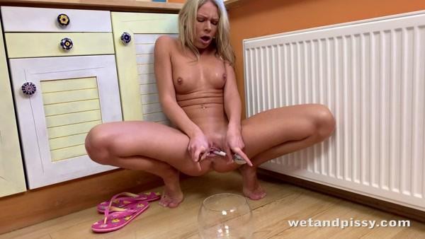 Claudia Macc - Claudia In The Kitchen [WetAndPissy.com / 2020 / 4K 2160p]