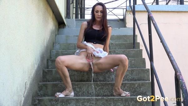 Cynthia - Pissing on the steps [FullHD 1080p]