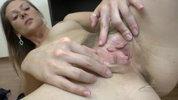 Mischelle - Horny Mature - Msichelle moaning while rubbing her magic muff (FullHD 1080p)