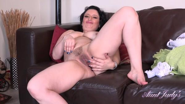 Jasmine - Solo Masturbation - Seducing Auntie Jasmine JOI (2020 / FullHD 1080p)