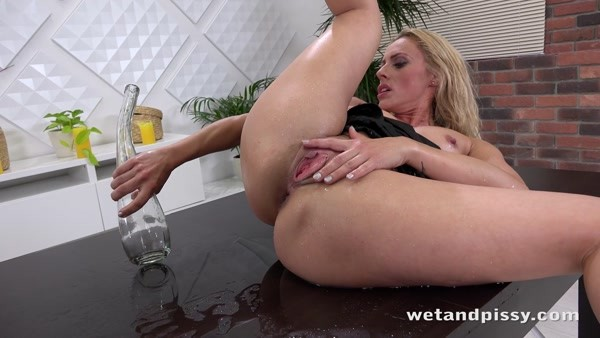 Brittany Bardot - Pissing and Huge Dildo Play (FullHD 1080p)
