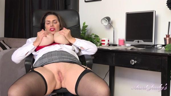 Josephine - Mature Solo play - Office Strip and Masturbation (2020 / FullHD 1080p)