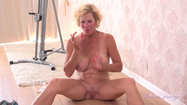 Molly - Mature Solo play - Home Workout and Masturbation Session (2020 / FullHD 1080p)