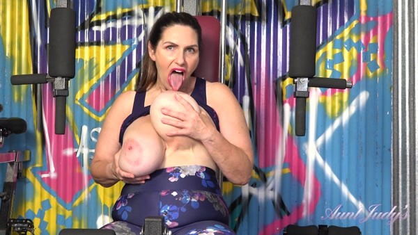 Josephine - Busty Mature Solo play - Masturbates At The Gym (2020 / FullHD 1080p)