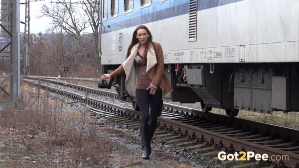 A charming woman pees near the train while no one sees it! (FullHD 1080p)