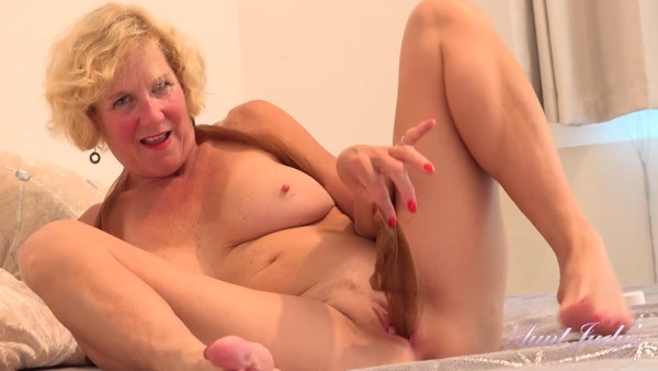 Molly - Fantasizes While Playing With Her Stockings and Herself (2020 / FullHD 1080p)