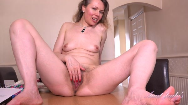Alexia - Hot MILF Solo play - Thanks You For Dinner (2020 / FullHD 1080p)