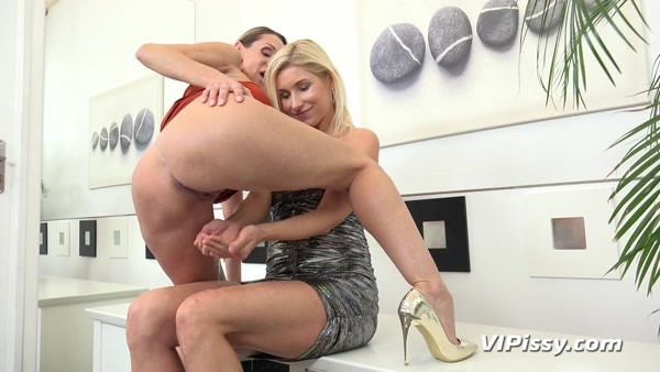 Cynthia Vellons, Vanessa Hell - Pissing In Mouth - Milfs Get Soked (2020 / FullHD 1080p)