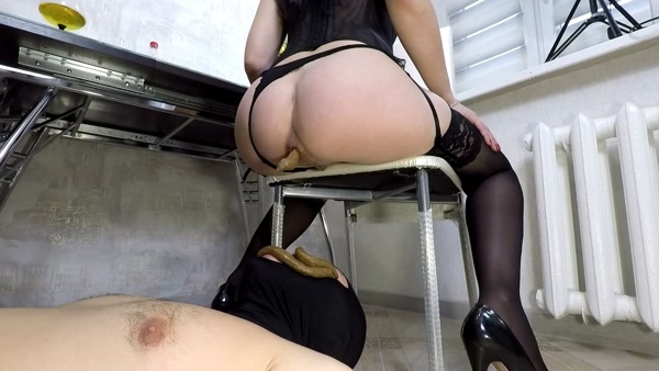 Mistress Margo - Two girls and one scat eater [2020 / FullHD 1080p]