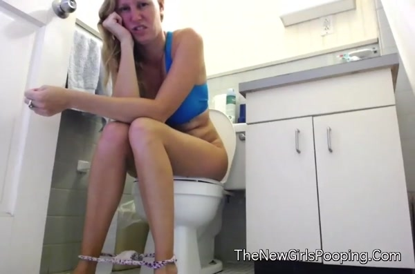 Kristin - Sharting With Clothes On [HD 720p]