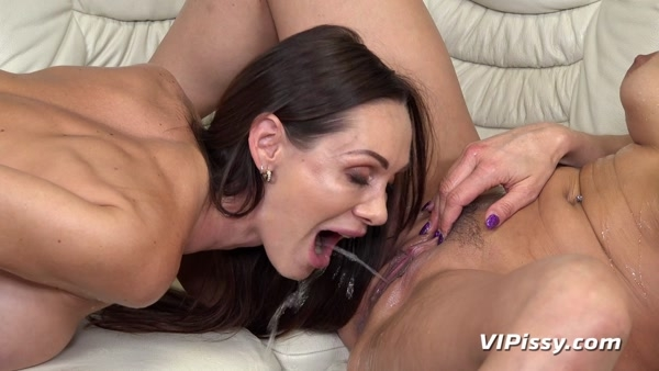 Barbara Bieber and Cynthia Vellons - Piss In Mouth - Bottoms Up (FullHD 1080p)