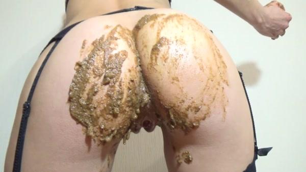 Mistress Emily - Shit smothering [FullHD 1080p]