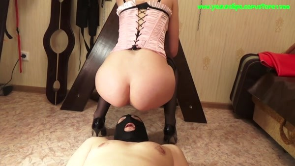 Mistress Annalise - First Uses Toilet Slave [FullHD 1080p]