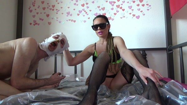Lila - Scat on the bed [2020 / FullHD 1080p]