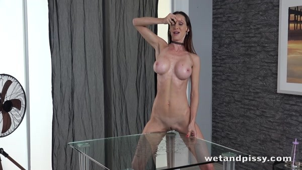Cynthia Vellons - Solo pissing and masturbation - Dripping Wet MILF (FullHD 1080p)