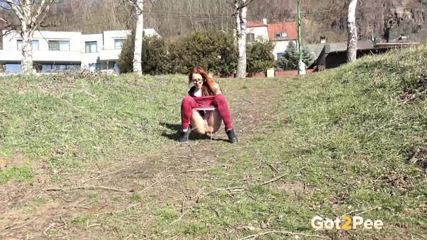 Girl Pee by the riverbank (FullHD 1080p)