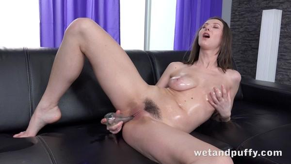 Nicoleta (aka Emylia Argan) - Solo Masturbation and Orgasm - Oiled UP and Ready (2020 / 4K 2160p)