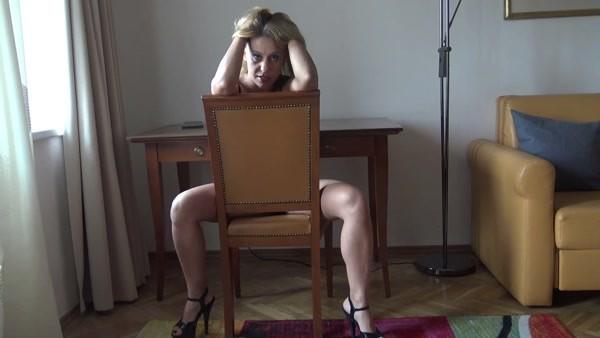 Princess Nikki (aka Nikki Cruel) - Shit and feet - New scat - Milf, Solo [FullHD 1080p]