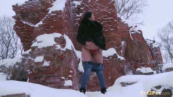 Pissing in a powerful stream in the snow (FullHD 1080p)