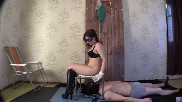 Princess Mia - Princess Mia with pleasure goofs on her slave [FullHD 1080p]