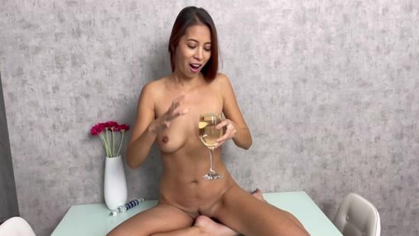 Paula Shy - PISSING and Play (2020 / FullHD 1080p)