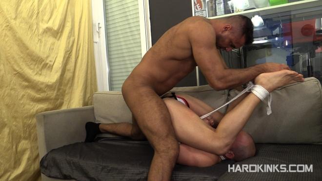 HardKinks - Sergi Serrano & Max Duran