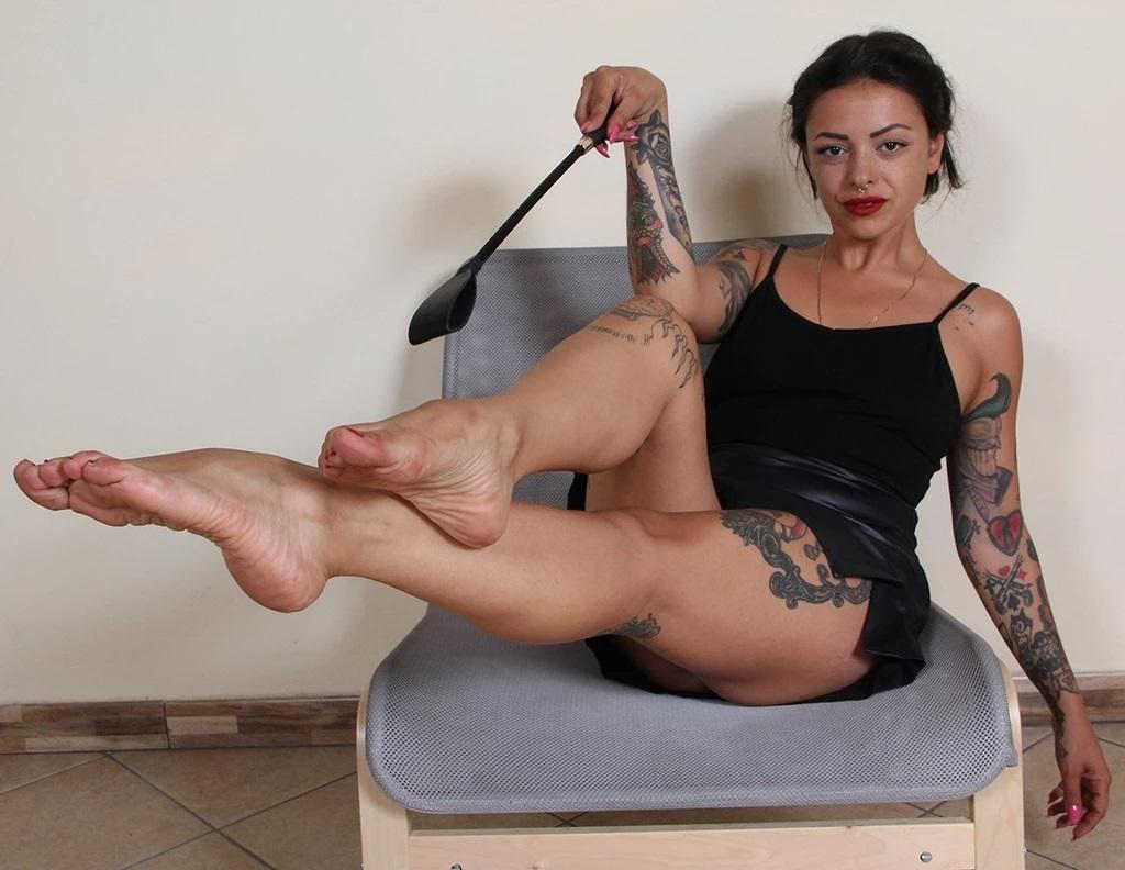 Bossy Nebraska Wants You To Worship Her Bare Sexy Feet, Nebraska, Feb 08, 2020, 3d vr porno, HQ 1920