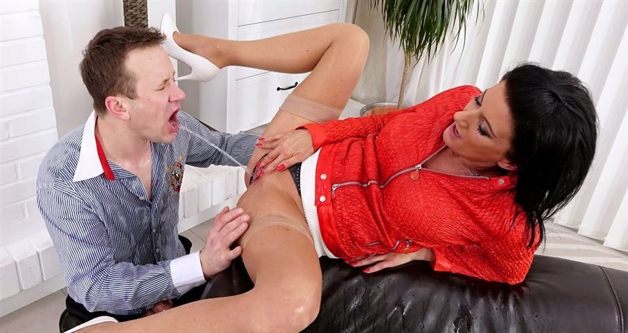 Young assistant gets covered by piss