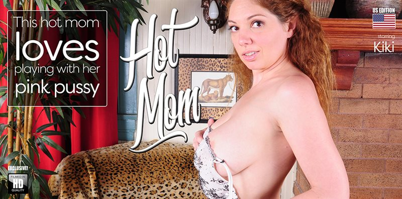 Hot mom with a pink pussy and perfect tits masturbating