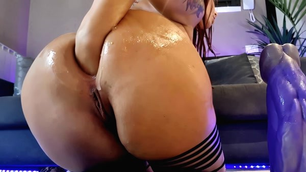 Naughtyelle - huge dildo in pussy and ass (FullHD 1080p)