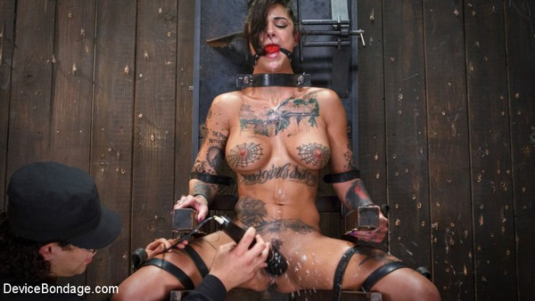 Bonnie Rotten, Daisy Ducati, Roxanne Rae, Janice Griffith, Lilly Lit, Ashley Lane - BDSM and Bondage - FLOOD: Submissive Women Bound in Metal and Made to Squirt (2020 / HD 720p)