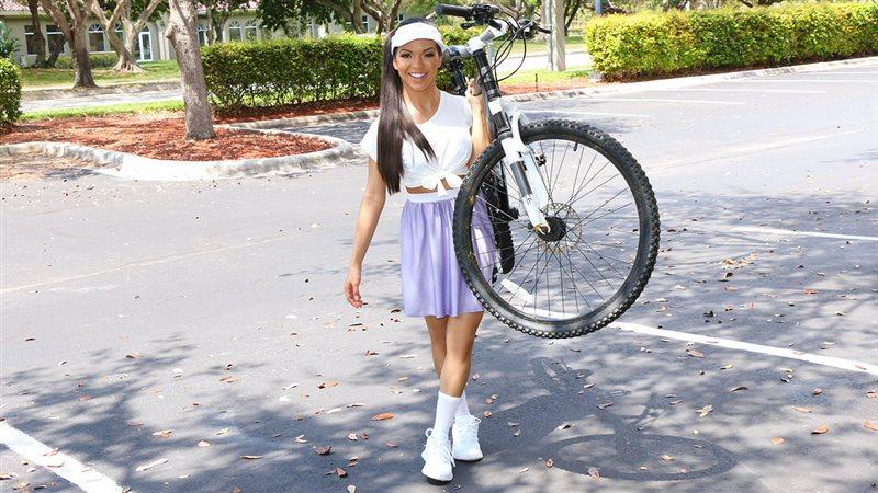 Itty-Bitty Bicyclist