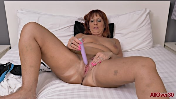 Beau Diamonds - Mature Solo Masturbate - Ladies With Toys (FullHD 1080p)