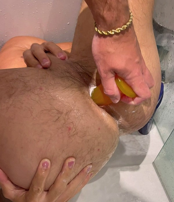 OnlyFans - PEACHY BOY - Two naughty boys sharing a dildo in the shower together @thesexypt